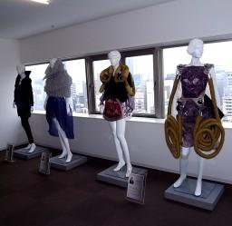 本大学院生の作品が「文化ファッションインキュベーション」に展示されました。