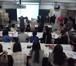 実践大学(台湾・台北)においてワークショップ(ドレーピング)を実施