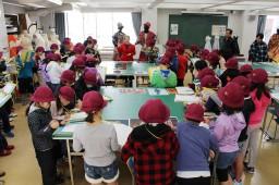 代々木山谷小学校の3年生が本学を見学しました