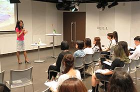 BFGU OB・OG会と学生会共催、ランジェリーショップRue de Ryuオーナー龍多美子氏講演会