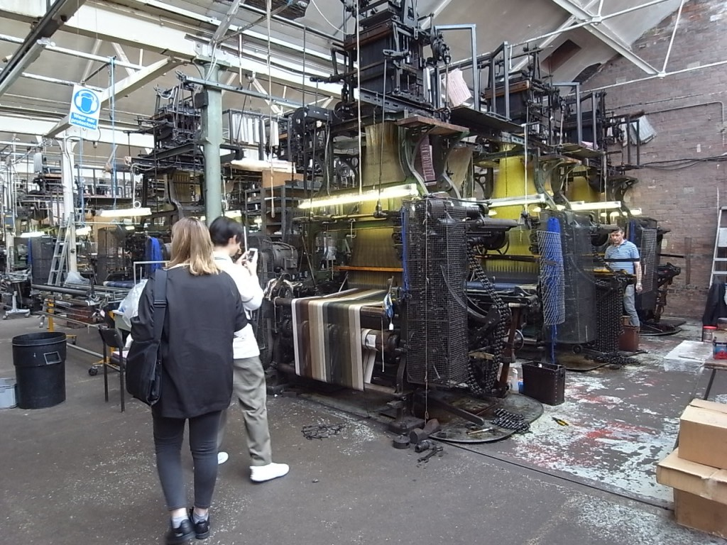 製織工場(PARAGON TEXITILES)
